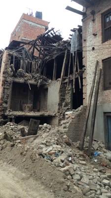 レンガの建物はほぼ崩壊