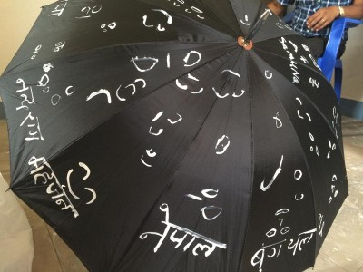 村の人達に描いてもらった傘