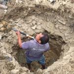 まずはひたすら穴を掘る
